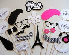 Artículos similares a Cabina de foto de boda de inspiración parisina atrezzo gafas boinas torre eiffel cumpleaños apoyos bigote de apoyos de Francia París foto stand partido en Etsy