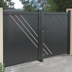 6 Marvelous Useful Tips: Modern Fence And Gate Backyard Fence Diy.Fence Your Ideas Modern Fence Minecraft. Steel Gate Design, Iron Gate Design, House Gate Design, Fence Design, Fence Landscaping, Backyard Fences, Fence Garden, Fence Art, Rail Fence