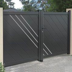 joli portail ancien de couleur bleu nuit portail en fer forg ajour partiellement pour la. Black Bedroom Furniture Sets. Home Design Ideas