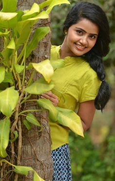 Stylish Girl Images, Anupama Parameswaran, Beautiful Asian Women, Beautiful Eyes, Designer Blouse Patterns, Girl Body, South Indian Actress, Saree Blouse Designs, India Beauty