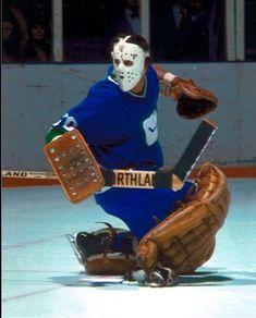 Cesare Maniago (1976-78) • Vancouver Canucks Ice Hockey Teams, Hockey Goalie, Vancouver Canucks, Hockey Girls, Hockey Mom, Minnesota North Stars, Canada Hockey, Hockey Rules, Goalie Mask
