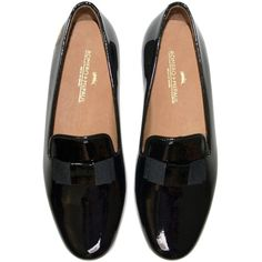 Romero + McPaul Men's Niven Loafer ($300) ❤ liked on Polyvore featuring shoes, loafers, flats, flat shoes, loafers & moccasins, patent leather loafers, patent leather shoes и patent leather flats