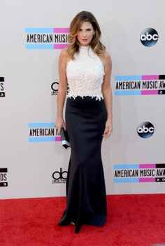 Daisy Fuentes In A Black And White Tadashi Shoji Lace Neoprene Gown At The 2017