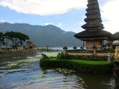 pura ulun danu bratan (bali temple by the lake)