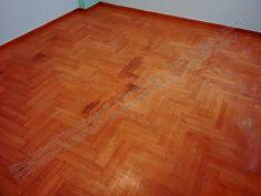 Τοποθέτηση και συντήρηση σε ξύλινο πάτωμα ή επένδυση σκάλας: Συντήρηση σε ξύλινο πάτωμα με έντονα σημάδια και γ...
