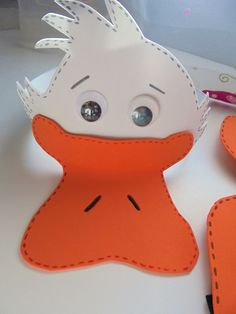 MI RASTRILLO: DISFRAZ DE PATO. Duck Costumes, Animal Costumes, Halloween Costumes, Easter Hat Parade, Duck Mask, Hat Day, Animal Masks, Spring Projects, How To Make Pillows
