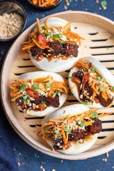 GUA BAO WITH GLAZED PORK BELLY. Gua Bao are melt in your mouth glazed pork belly stuffed in marshmallow-like steamed bun along with spicy carrot slaw & crunchy peanuts. Pork Recipes, Asian Recipes, Cooking Recipes, Hawaiian Recipes, Pork Belly Bao, Asia Food, Gua Bao, Bao Buns, Good Food