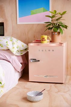 Look at this Igloo mini fridge! Even though I'm a pretty farmhouse chic type of girl, I still like a little throwback vintage look. So cute, and love the size for a college dorm room, office space, or kid's hang out area. My New Room, My Room, Dorm Shopping, Shopping Tips, College Dorm Rooms, College Books, Diy Décoration, Teen Girl Bedrooms, Home And Deco