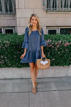 See how Jenna from Prada & Pearls styles this trumpet sleeve chambray dress that's perfect for spring and summer! Chambray has been everywhere this season and is the perfect addition to any closet! Casual Outfits For Teens, Casual Summer Dresses, Dress Casual, Teen Outfits, Woman Outfits, Club Outfits, Summer Clothes For Teens, Denim Dress Outfit Summer, Summer Dresses With Sleeves