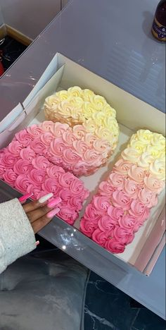 21st Bday Ideas, 21st Birthday Decorations, Birthday Ideas, Pink Birthday Cakes, Beautiful Birthday Cakes, 21st Bday Cake, Birthday Goals, 22nd Birthday, Girl Birthday
