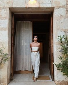 A minimalist fashion outfit that changes all one's views. There are many factors to keep in mind when deciding on your stylish summer minimalist outfit. Trendy Outfits, Fashion Outfits, Womens Fashion, Fashion Boots, Fashion Fashion, Fashion Online, Fashion Ideas, Prom Outfits, Disney Outfits