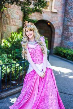 Disney Princess Aurora, Disney Princess Dresses, Disney Dresses, Disney Outfits, Princess Bubblegum, Disney Princess Cosplay, Disneyland Princess, Sleeping Beauty Cosplay, Disney Sleeping Beauty