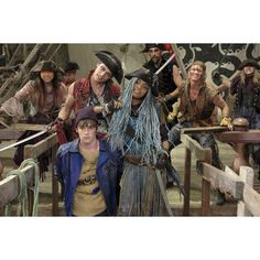 China Anne McClain, Dove Cameron, Mitchell Hope, Dylan Playfair, and Thomas Doherty in Descendants 2 Descendants 2 Full Movie, Descendants Music, Disney Channel Descendants 2, Descendants Pictures, Disney Channel Movies, Disney Movies, Disney Villains, Descendants Videos, Halloween Outfits
