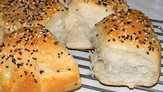 Rozsos-joghurtos kenyér, fokhagymás vajjal | Szilvásgombóc konyhája Garlic Bread, Bagel, Hamburger, Food And Drink, Recipes, Breads, Basket, Tart Recipes, Rezepte