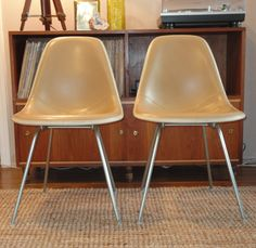 RARE Set of 2 White/Tan Herman Miller Shell Chairs, Original Vintage Mid-Century Eames Herman Miller Fiberglass Mad Men Knoll