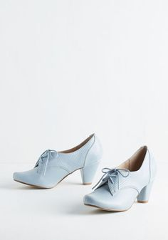 Vintage Shoes Swing Along Heel in Powder Blue. Cut a rug to your favorite jazz tunes in these light blue heels by Chelsea Crew. Gold Heels, Shoes Heels, Tan Heels, Dress Shoes, Light Blue Heels, Inka Williams, Gold Wedding Shoes, Ginny Weasley, Hermione Granger