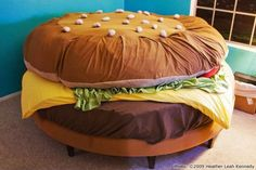 Cheeseburger Waterbed The Hamburger Museum currently has two burger beds. One is the creation of Hamburger Harry, his Cheeseburger Water Bed is superb. Hamburger Bed While Kayla Kromer's bed … Unusual Furniture, Funky Furniture, Furniture Design, Geek Furniture, Furniture Ideas, Furniture Upholstery, Painted Furniture, Kids Bedroom Furniture, Bedroom Decor