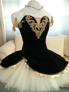 black and cream ballet tutu Tutu Ballet, Ballet Feet, Ballerina Tutu, Bolshoi Ballet, Dance Outfits, Dance Dresses, Pointe Shoes, Ballet Shoes, Costume Carnaval