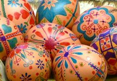 25 ideas (with links to tutorials) for creating awesome Easter eggs, including these very pretty faux Pysanky eggs made with blown out brown eggs and Sharpies.