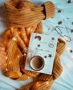 Cozy Aesthetic, Autumn Aesthetic, Aesthetic Coffee, Aesthetic Outfit, Aesthetic Clothes, Autumn Photography, Book Photography, Hufflepuff Wallpaper, Autumn Cozy