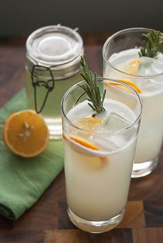 Meyer Lemon Rosemary Gin Fizz •4 oz gin •3 oz fresh-squeezed Meyer lemon juice •1½ oz Meyer Lemon Rosemary Simple Syrup •Club soda, to top off •Lemon slices, for garnish •Rosemary sprigs, for garnish