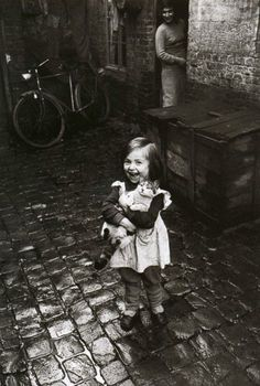 I don't like cats, but this is too cute: Girl and Cat in Roubaix, France, // Jean-Philippe Charbonnier Vintage Pictures, Old Pictures, Old Photos, Old Pics, Chat Paris, Paris Cat, Girl And Cat, Roubaix France, Photo Chat