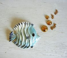 Mid century porcelain fish wall pocket with 6 gold bubbles from Tropic ...