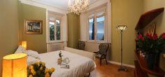 Camera da letto matrimoniale con vista lago