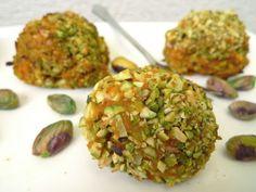 Superlekkere aardappelballetjes van zoete aardappel en pistachenootjes. Een recept uit de New York Times.    http://degezondekok.nl