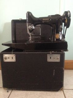 SINGER 1950 Quilting & Sewing Machine by ITALIANCOUNTRY on Etsy https://www.etsy.com/listing/235795891/singer-1950-quilting-sewing-machine More