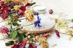 Recept na čistící čaj a léčivou koupel od léčitelky Evy Moučkové