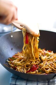 Vegan Stir Fried Udon Noodles - This 15 minute stir fry is so easy and so delicious! I would use more soy sauce next time and probably add some green onions and peanuts :) Veggie Recipes, Asian Recipes, Vegetarian Recipes, Cooking Recipes, Healthy Recipes, Noodle Recipes, Vegan Udon Noodle Recipe, Recipes Dinner, Easy Recipes