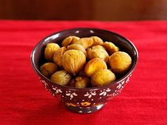 How to Roast and Peel Chestnuts in the Oven - The easy way to roast and peel chestnuts in your home oven, using steam to loosen the shell.  via @toriavey