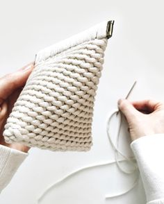 Crochet pyramid pouch pattern. Written in US terms + includes video support. All patterns are buy 2 get 1 FREE on debrosse.com Crochet Bag Tutorials, Crochet Projects, Macrame Patterns, Knit Patterns, Free Crochet, Knit Crochet, Pouch Pattern, Crochet Handbags, Crochet Stitches