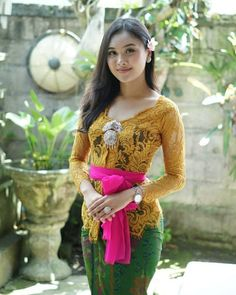 Traditional Fashion, Traditional Dresses, Bali Girls, Kebaya Bali, Myanmar Women, Indian Wedding Fashion, Beautiful Girl Photo, Cute Young Girl, Indonesian Girls