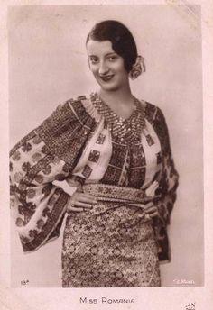 Miss Romania 1931 French postcard for the Miss Europe 1931 pageant. Romania's representative was Tanti Vuroseanu. Traditional Dresses, Traditional Art, Folk Embroidery, 1930s Fashion, Folk Fashion, Folk Costume, Peasant Blouse, Fashion History, Photos