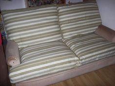 BONJOUR Aujourd'hui je vais vous expliquer comment faire une nouvelle housse de fauteuil de votre ancien canapé   On va commencé par mesurer le coussin àrénover        On...