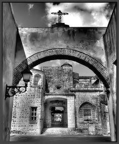 Cathedral Santa Maria La Menor - Santo Domingo by Luciano Gollini