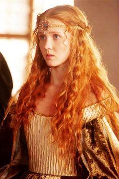 The Borgias: Isolda Dychauk as Lucrezia Borgia Lucrèce Borgia, Los Borgia, Ludwig Xiv, Foto Portrait, The Borgias, Medieval Fantasy, Ginger Hair, Shades Of Red, Freckles