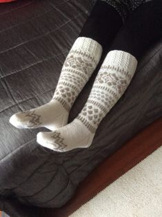 Knee High Socks, Knitting Socks, Handicraft, Pattern, Fashion, Arts And Crafts, Knit Socks, Craft, Moda