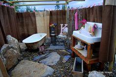 Google Image Result for http://mytakeonlife.com/wp-content/uploads/2011/06/Outdoor-Bathtub-Suite.jpg