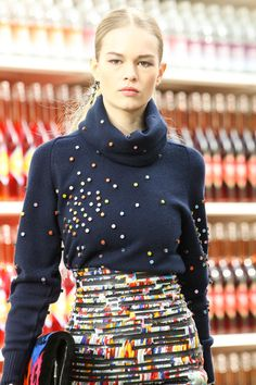 Anna Ewers au défilé Chanel automne-hiver 2014-2015 http://www.vogue.fr/beaute/tendance-des-podiums/diaporama/anna-ewers-12-visages-coiffure-maquillage-fashion-week/19911/image/1041581#!au-defile-chanel-automne-hiver-2014-2015
