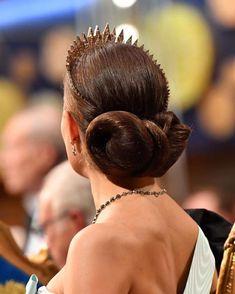Swedish Royals attend the Nobel Prize Awards Ceremony 2019 at Concert Hall in Stockholm Princess Victoria Of Sweden, Princess Estelle, Crown Princess Victoria, Victoria Prince, Princess Sofia, Royal Hairstyles, Tiara Hairstyles, Pretty Hairstyles, Hairdos