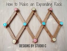 An easy to make expanding rack using narrow and thin oak boards with pretty drawer knobs! Rack Design, Diy Design, Diy Rack, Diy Home Accessories, Weekend Crafts, Craft Organization, Organizing, Diy Furniture Plans, Easy Diy Crafts