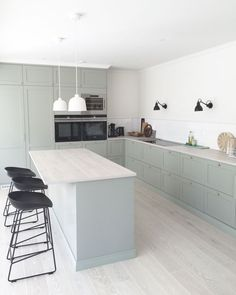 Do You Need Ideas For Mid-Century Modern Kitchen Style In Your Home? Open Plan Kitchen, Kitchen Dining, Kitchen Decor, Kitchen Ideas, Beautiful Kitchens, Cool Kitchens, Ikea Kitchens, Appartement Design, Mid Century Modern Kitchen