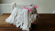 Surprise hond gemaakt van dweilen