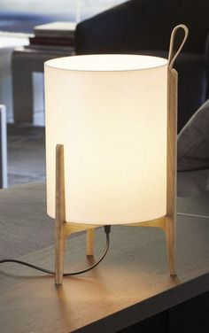 While looking for a lamp for your house, the options are almost unlimited. Discover the most suitable living room lamp, bed room lamp, table lamp or any other type for your selected area. Lamps R Us, Luminaria Diy, Luxury Table Lamps, Modern Table Lamps, Best Desk Lamp, Tall Lamps, Oak Table, Table Lamp Wood, Console Table