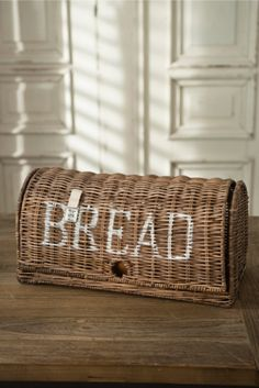 Rustic Rattan Bread Box €59,95