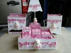 Kit Higiene Bebe Passa Fita 7 Peças !! + Binde - R$ 190,00 no MercadoLivre Lampshade Redo, Kit Bebe, Baby Box, Welcome To The Party, Baby Memories, Kids Decor, Girl Nursery, Birthday Wishes, Toy Chest