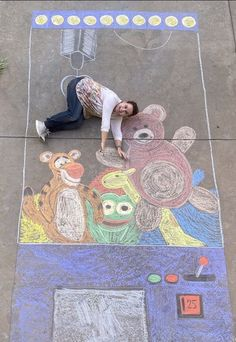 3d Street Art, Street Art Graffiti, Graffiti Artists, Sidewalk Chalk Paint, Sidewalk Chalk Pictures, Chalk Photography, Chalk Photos, Chalk Design, Chalk Drawings